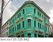 Купить «Balcony of an old colonial house in Havana, Cuba», фото № 33725942, снято 28 января 2013 г. (c) Вознесенская Ольга / Фотобанк Лори
