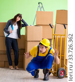 Купить «Woman boss and man contractor working with boxes delivery», фото № 33726362, снято 4 июня 2018 г. (c) Elnur / Фотобанк Лори