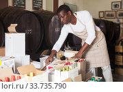 winemaker inspects wine bottles in boxes. Стоковое фото, фотограф Яков Филимонов / Фотобанк Лори