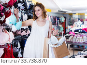 Woman buying bra. Стоковое фото, фотограф Яков Филимонов / Фотобанк Лори