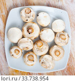 Raw champignons on wooden table. Стоковое фото, фотограф Яков Филимонов / Фотобанк Лори