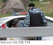 Москва, экипаж полиции при въезде в город в дни самоизоляции при коронавирусной инфекции COVID-19. Редакционное фото, фотограф Дмитрий Неумоин / Фотобанк Лори