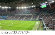 Футбольный матч на стадионе, размыто. Стоковое видео, видеограф Кекяляйнен Андрей / Фотобанк Лори