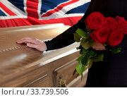 woman with red roses and coffin over english flag. Стоковое фото, фотограф Syda Productions / Фотобанк Лори