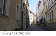 Купить «empty street of Tallinn city old town», видеоролик № 33742090, снято 12 апреля 2020 г. (c) Syda Productions / Фотобанк Лори