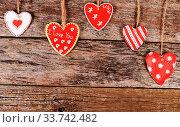 Купить «The hearts on wooden background. Valentine's day», фото № 33742482, снято 28 мая 2020 г. (c) age Fotostock / Фотобанк Лори