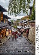 Tourists shopping street Matsubara-Dori. Kyoto. Japan. Редакционное фото, фотограф Serg Zastavkin / Фотобанк Лори