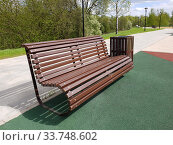 Купить «Beautiful boulevard with wooden benches in Zelenograd in Moscow, Russia», фото № 33748602, снято 13 мая 2020 г. (c) Володина Ольга / Фотобанк Лори