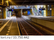 Купить «Rotterdam, Netherlands. The Willemspoor Tunnel underneith the Nieuwe Maas River contains an underground railway and subway station. Both of dem seem totally abandoned during the Corna Crisis.», фото № 33750442, снято 26 апреля 2020 г. (c) age Fotostock / Фотобанк Лори