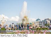 """Купить «Фонтан """"Каменный цветок"""" на ВДНХ», фото № 33750542, снято 14 июля 2019 г. (c) Алёшина Оксана / Фотобанк Лори"""