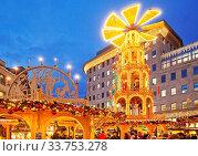 Купить «Weihnachtsmarkt, Bochum, Ruhrgebiet, Nordrhein-Westfalen, Deutschland, Europa», фото № 33753278, снято 1 июня 2020 г. (c) age Fotostock / Фотобанк Лори