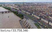 Day aerial cityscape of Bordeaux city and Garonne river in France (2019 год). Стоковое видео, видеограф Яков Филимонов / Фотобанк Лори