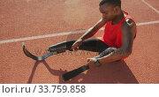 Купить «Disabled mixed race man with prosthetic legs sitting on racing track», видеоролик № 33759858, снято 17 марта 2020 г. (c) Wavebreak Media / Фотобанк Лори