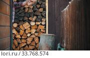 Купить «Ax stuck in a big log while chopping it», видеоролик № 33768574, снято 2 июня 2020 г. (c) Константин Шишкин / Фотобанк Лори