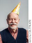 Купить «Portrait of smiling elderly man in cap», фото № 33774470, снято 7 февраля 2020 г. (c) Tryapitsyn Sergiy / Фотобанк Лори