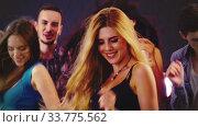 Купить «Night club with dancing meeting girls», видеоролик № 33775562, снято 28 февраля 2020 г. (c) Gennadiy Poznyakov / Фотобанк Лори