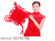 Купить «Young asian woman in red cheongsam holds red chinese knot in chinese new year», фото № 33776786, снято 14 июля 2020 г. (c) age Fotostock / Фотобанк Лори