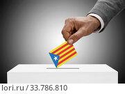 Black male holding flag. Voting concept - Estelada - Catalan Republic. Стоковое фото, фотограф Zoonar.com/Siarhei Tsalko / age Fotostock / Фотобанк Лори