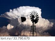 Купить «Storm Clouds Canada rural countryside Prairie Scene», фото № 33790670, снято 2 июня 2020 г. (c) age Fotostock / Фотобанк Лори