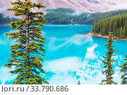Купить «Beautiful turquoise waters of the Moraine lake with snow-covered peaks above it in Banff National Park of Canada», фото № 33790686, снято 31 мая 2020 г. (c) easy Fotostock / Фотобанк Лори
