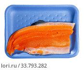 Купить «Raw trout fillet on plastic tray», фото № 33793282, снято 4 июля 2020 г. (c) Яков Филимонов / Фотобанк Лори
