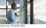 Купить «Businessman looking away in modern office», видеоролик № 33805550, снято 12 октября 2019 г. (c) Wavebreak Media / Фотобанк Лори