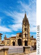 Cathedral of Oviedo on Plaza Alfonso II (2019 год). Стоковое фото, фотограф Яков Филимонов / Фотобанк Лори
