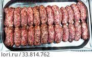 Raw frankfurters for frying on metal tray. Стоковое фото, фотограф Яков Филимонов / Фотобанк Лори