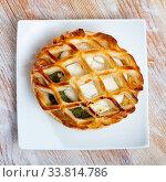 Купить «Puff with goat cheese and spinach on plate», фото № 33814786, снято 14 июля 2020 г. (c) Яков Филимонов / Фотобанк Лори