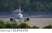 Купить «Air China Airbus A321 before departure», видеоролик № 33814910, снято 26 ноября 2019 г. (c) Игорь Жоров / Фотобанк Лори