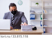 Купить «Young male employee in self-quarantine concept», фото № 33815118, снято 31 марта 2020 г. (c) Elnur / Фотобанк Лори