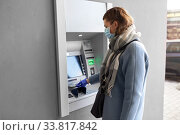 hand in medical glove with money at atm machine. Стоковое фото, фотограф Syda Productions / Фотобанк Лори