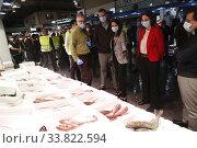 King Felipe VI of Spain, Queen Letizia of Spain visit Mercamadrid, the biggest market in Spain on May 21, 2020 in Madrid, Spain. Редакционное фото, фотограф Manuel Cedron / age Fotostock / Фотобанк Лори