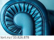 Купить «Detail einer Couchlehne - Ledercouch blau glänzend und Schneckenmuster», фото № 33826878, снято 9 июля 2020 г. (c) easy Fotostock / Фотобанк Лори