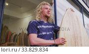 Купить «Caucasian male surfboard maker holding a brand new surfboard », видеоролик № 33829834, снято 6 марта 2020 г. (c) Wavebreak Media / Фотобанк Лори