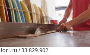 Купить «Caucasian male surfboard maker working in his studio and making a wooden surfboard», видеоролик № 33829902, снято 6 марта 2020 г. (c) Wavebreak Media / Фотобанк Лори
