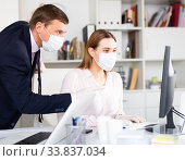 Man helping his colleague to prepare document on your computer. Стоковое фото, фотограф Яков Филимонов / Фотобанк Лори