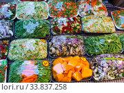 Купить «Sets of chopped vegetables wrapped in film on supermarket shelves», фото № 33837258, снято 5 августа 2020 г. (c) Яков Филимонов / Фотобанк Лори