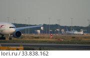 Купить «Boeing 777 taxiing before departure», видеоролик № 33838162, снято 19 июля 2017 г. (c) Игорь Жоров / Фотобанк Лори