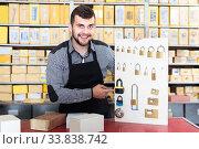 Купить «female shop assistant displaying assortment in houseware shop», фото № 33838742, снято 5 апреля 2017 г. (c) Яков Филимонов / Фотобанк Лори