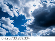 Синее небо. Dramatic blue sky background, thundery sky landscape scene. Colorful cloudy sky view. Стоковое фото, фотограф Зезелина Марина / Фотобанк Лори