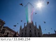 Купить «The 'Giro d'Italia' (Tour of Italy) of the delle Frecce Tricolori (Tricolor arrows) above the Milan Cathedral to remember the victims of the Covid-19 epidemic...», фото № 33840234, снято 23 мая 2020 г. (c) age Fotostock / Фотобанк Лори