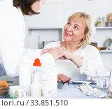 MAture woman and doctor. Стоковое фото, фотограф Яков Филимонов / Фотобанк Лори