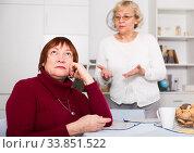 Купить «Quarrel between two senior women», фото № 33851522, снято 22 ноября 2017 г. (c) Яков Филимонов / Фотобанк Лори