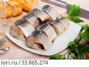 Salted mackerel with bread on plate. Стоковое фото, фотограф Яков Филимонов / Фотобанк Лори