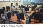 Купить «Portrait of female and male students working on computers in classroom», видеоролик № 33874590, снято 31 мая 2020 г. (c) Яков Филимонов / Фотобанк Лори