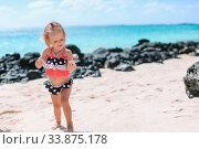 Купить «Adorable little girl have fun at tropical beach during vacation», фото № 33875178, снято 28 апреля 2012 г. (c) Дмитрий Травников / Фотобанк Лори