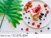 Купить «Slice of classic cheesecake with fresh berries on the white plate - healthy organic summer dessert.», фото № 33876494, снято 17 декабря 2018 г. (c) Дмитрий Травников / Фотобанк Лори