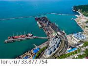 Купить «Туапсе, вид сверху на акваторию морского порта и Широкий мол», фото № 33877754, снято 27 мая 2020 г. (c) glokaya_kuzdra / Фотобанк Лори
