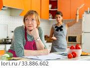 Offended woman with adult daughter reprimanding her. Стоковое фото, фотограф Яков Филимонов / Фотобанк Лори